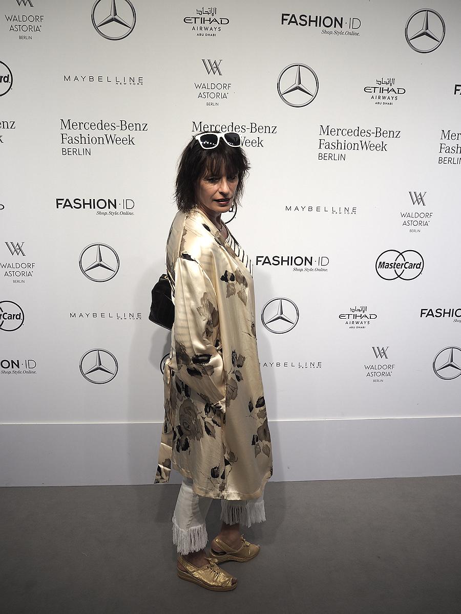 Just-take-a-look.berlin-Silk & Denim-Outfit