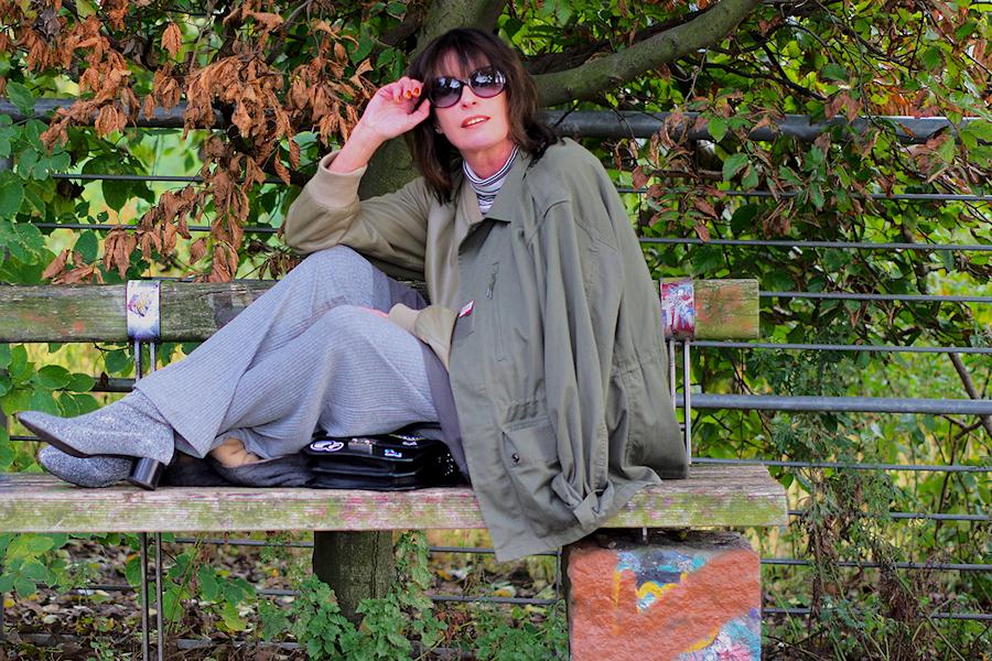 just-take-a-look-berlin-be-berlin-ein-outfit-das-in-herbstlicher-natur-fast-verschwindet