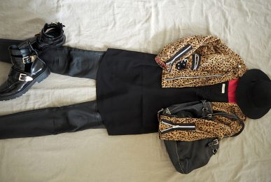just-take-a-look-berlin-stylebook-bikerjacke-im-leoprint