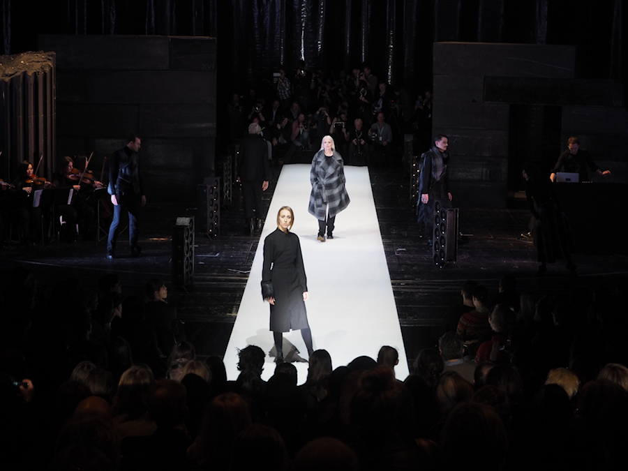 Just-take-a-look.berlin - MBFW - Show von Esther Perbandt