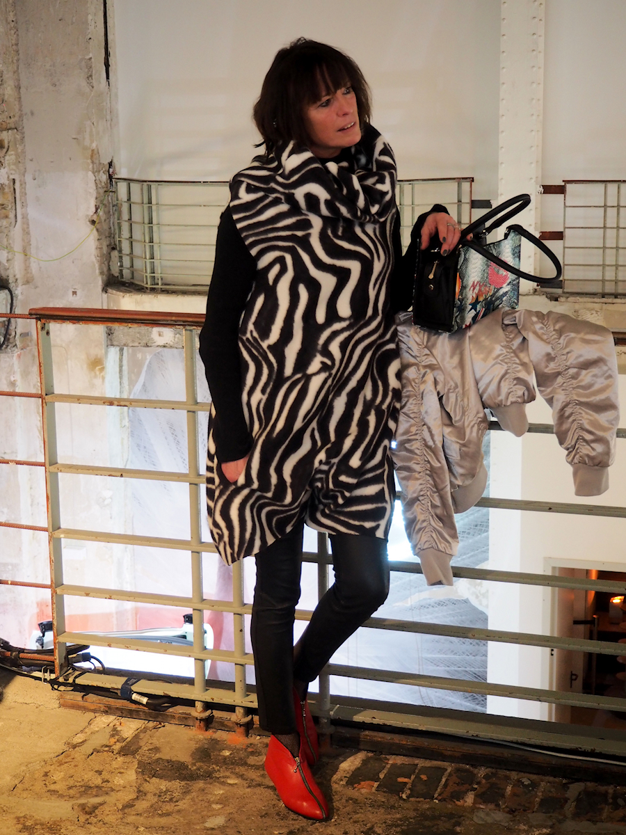 Just-take-a-look.berlin - Mein Faible für Animal-Prints - Outfit Zebra Jumpsuit