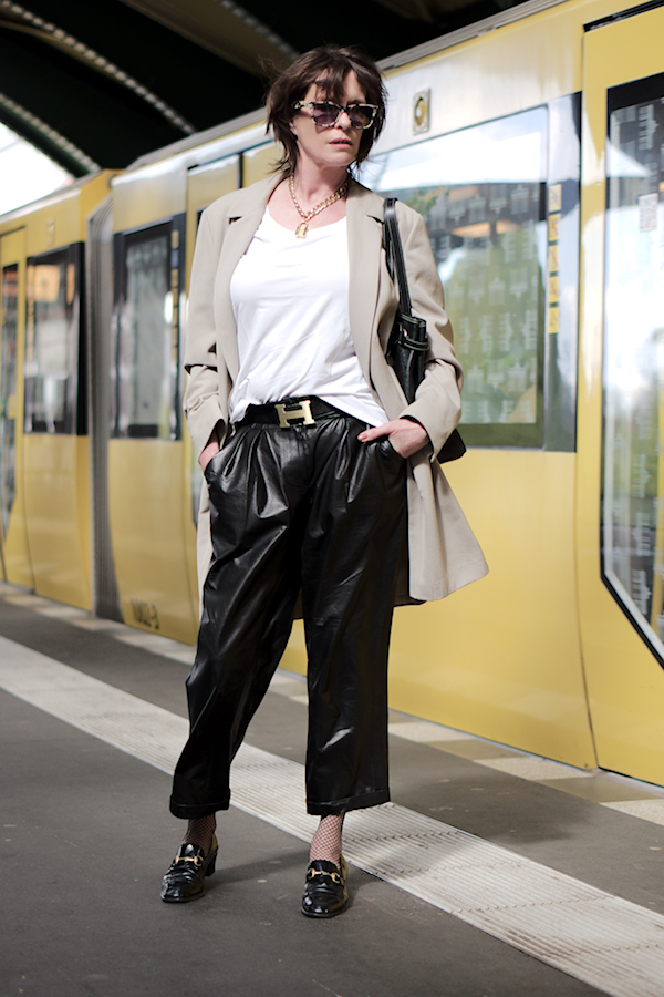 Just-take-a-look.berlin - Outfit Carrot-Pants For Business - Lifestyle
