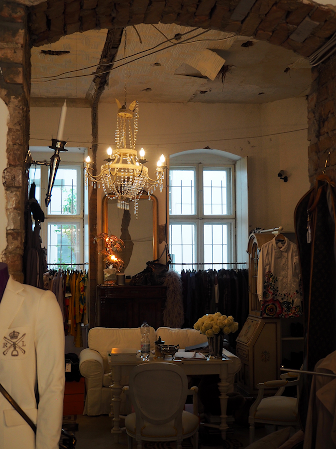 Just-take-a-look.berlin - Streifzug Wilmersdorf Tag 1 Vol. 2 Designer Secondhand - Vivi´s Bazaar