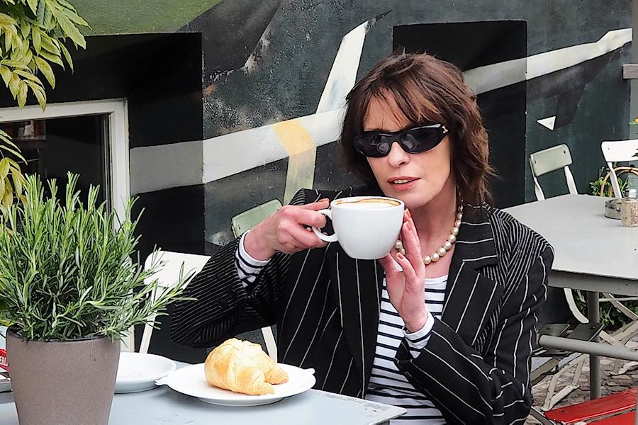 Just-take-a-look.berlin - Faktencheck - Fakten über mich - Outfit mit Streifenculotte