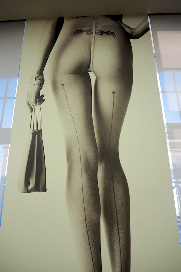 Just-take-a-look.berlin - Photoausstellung - Undressed - Unseen - Pool Party - Mario Testino