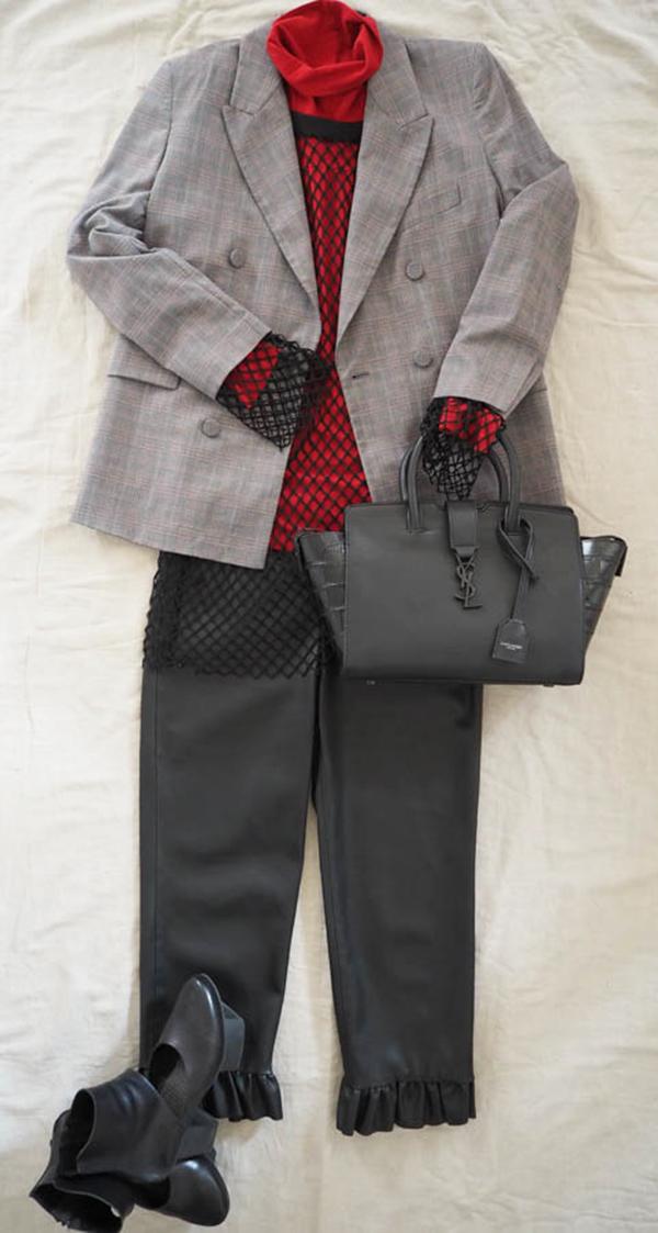 Just-take-a-look berlin - Stylebook Herbsttrend Karo-Karoblazer-schwarze Hose-rotes Shirt-schwarzes Fishnet Shirt-Eyecatcher schwarze Tasche von YSL-schwarze Boots