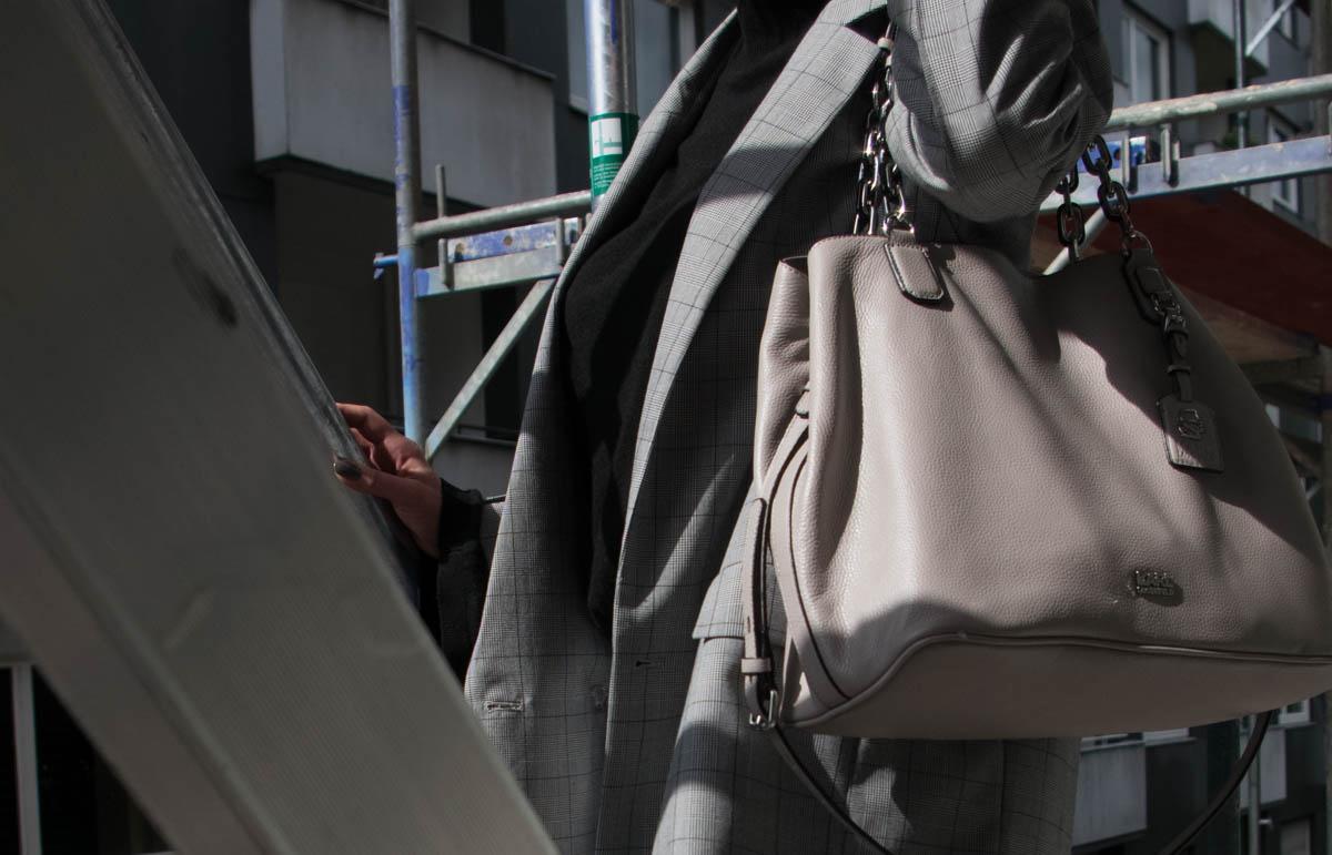 Just-take-a-look Berlin Hey September - Hey Herbst - 4 x Trend in einem Outfit - Karo - Silber-Metallic - Ruffles - Glitzer