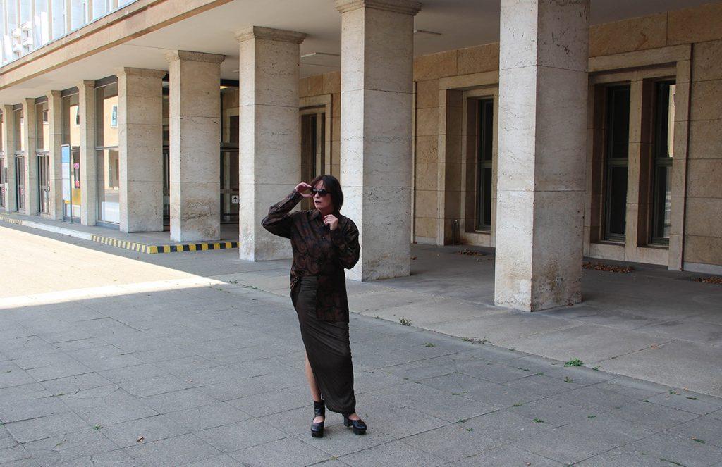 Just-take-a-look Berlin - Outfit - Tempelhof -Damentaschen Luisaviaroma-01
