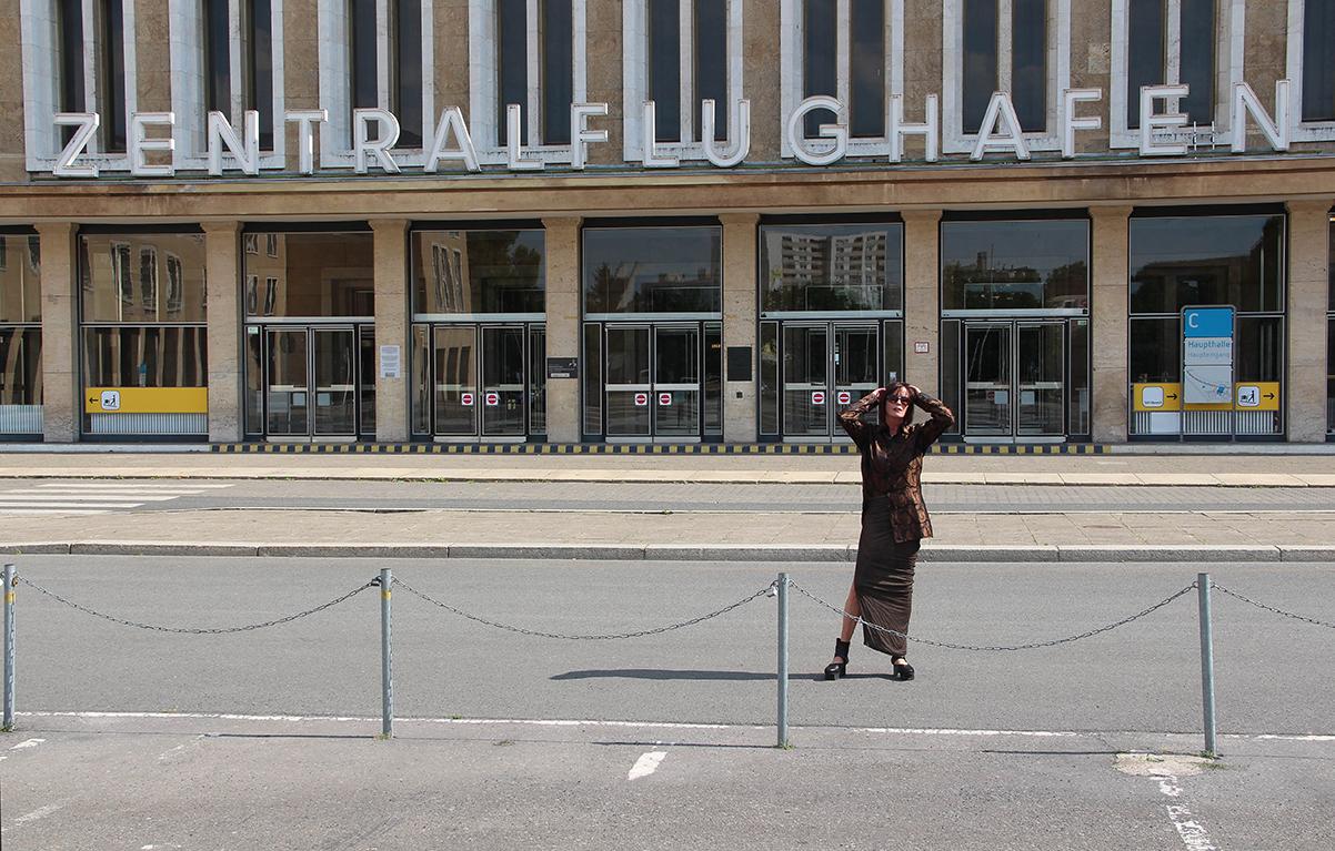Just-take-a-look Berlin - Outfit - Tempelhof -DamenHandtasche Luisaviaroma-03