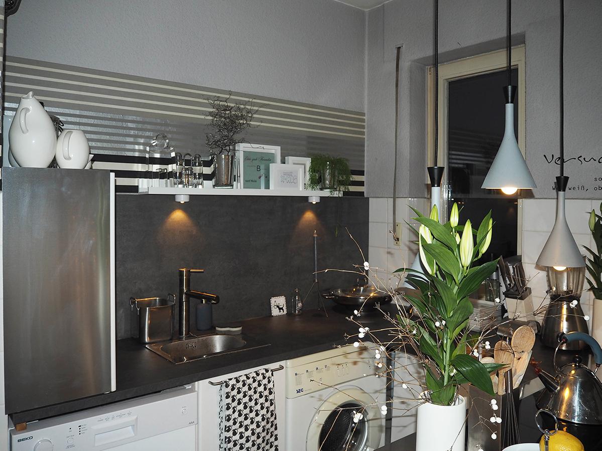 Küche mit Kochinsel -