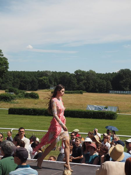 Just-take-a-look Berlin - Fashion Race Day Rennbahn Hoppegarten Lana Müller-2