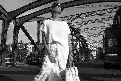 Just-take-a-look Berlin - Freundschaften - Outfit Weiß - CC-Tasche 11