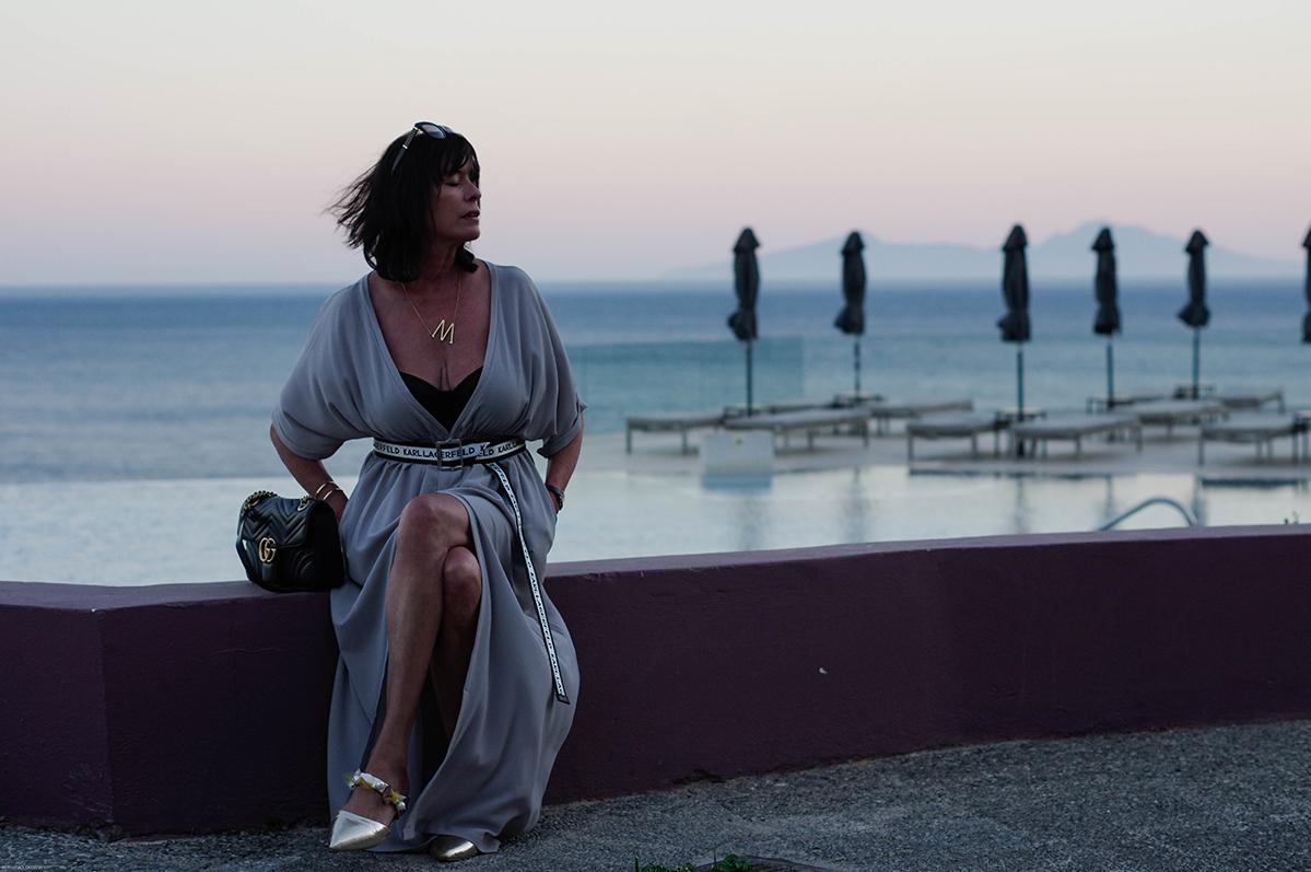 Just-take-a-look Berlin - Oberflächlich und Mediengeil - Outfit - graues Kleid-11.1