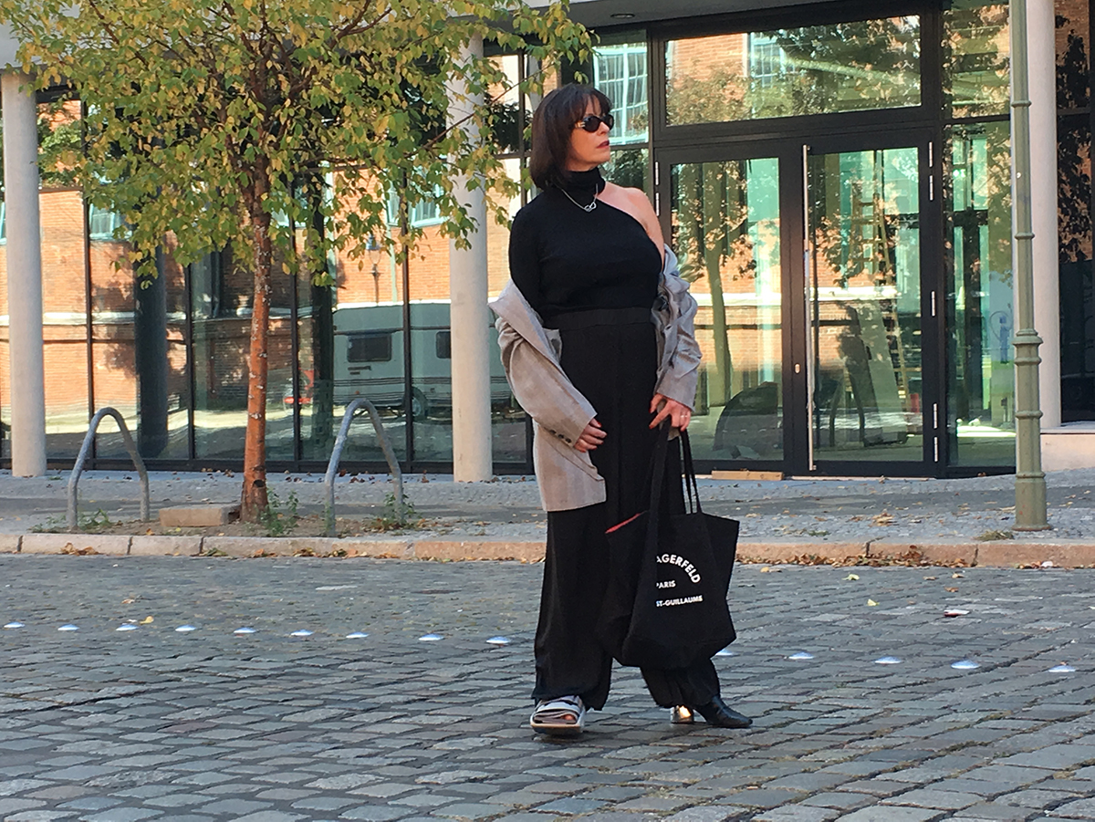 Just-take-a-look Berlin - Neue Mode - Outfit mit Lagerfeld Tasche 2