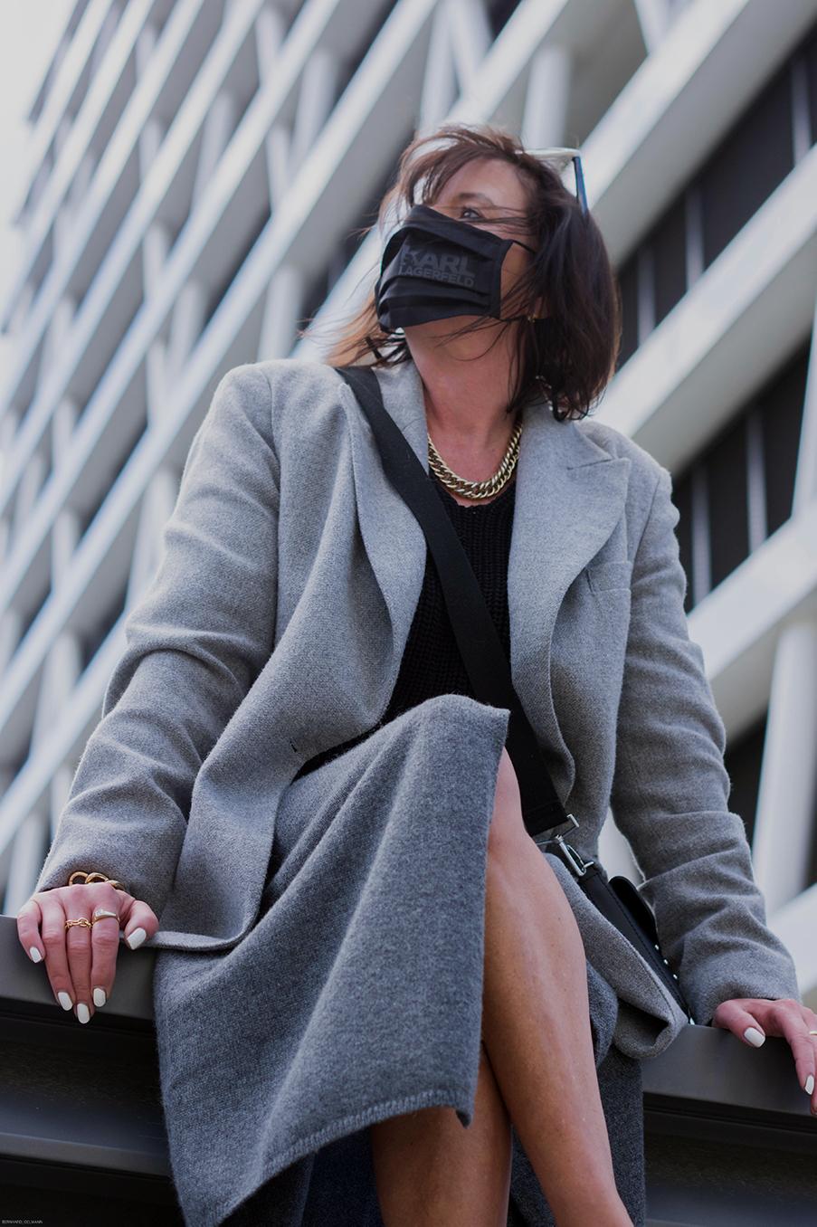 Just-take-a-look Berlin Outfit Grauer Rock und Maske-4.1