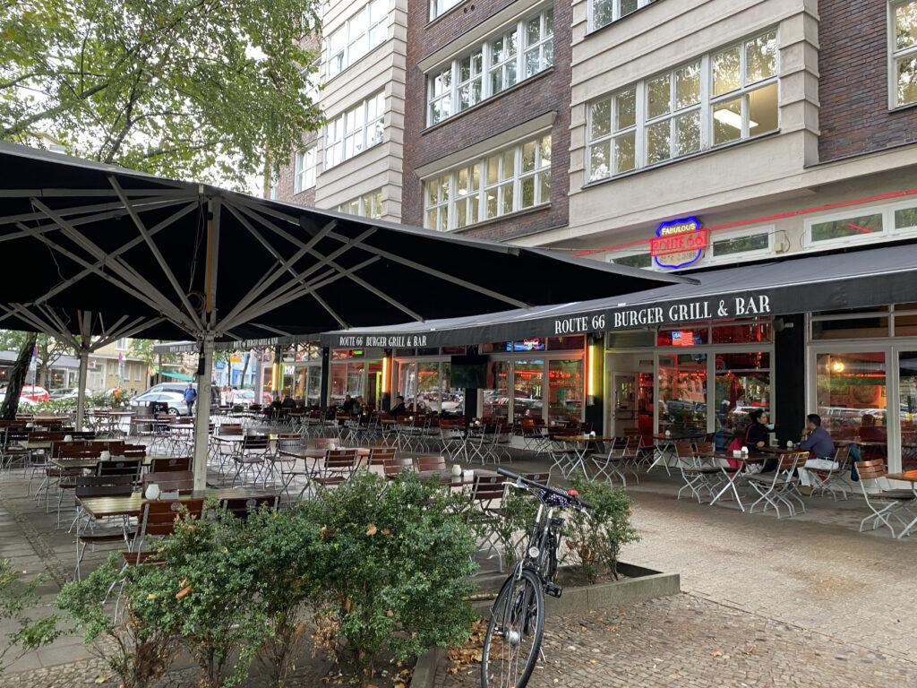 Just-take-a-look Berlin - Pariser Straße
