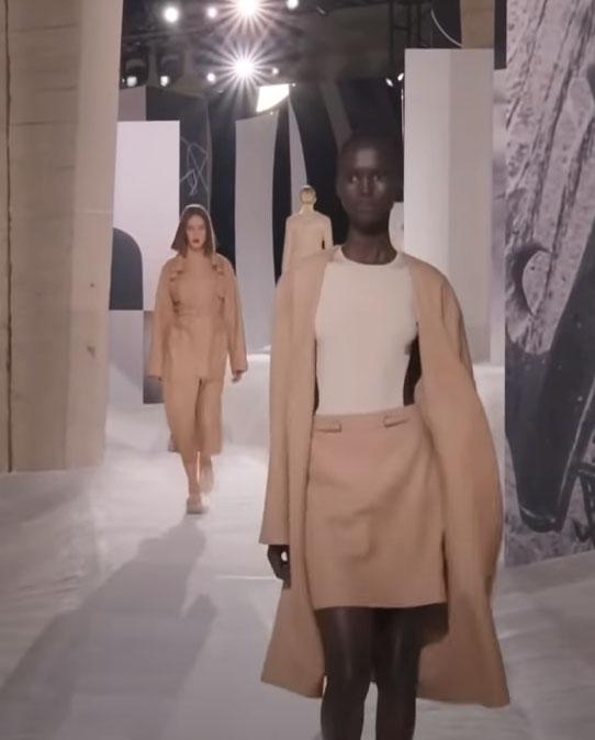 Just-take-a-look Berlin - Schwere Zeiten in der Mode - Hermes - Show