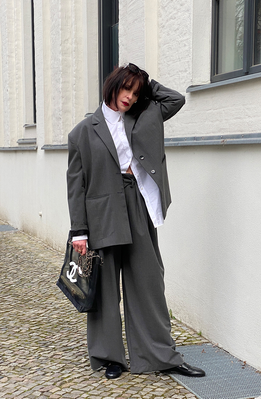 Just-take-a-look Berlin - Must-haves für den Sommer - Anzug - Chanel Loafers - Tasche 2