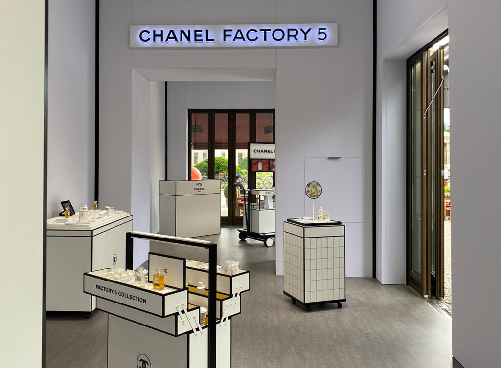 Just-take-a-look Berlin - Chanel Factory 5 - 8